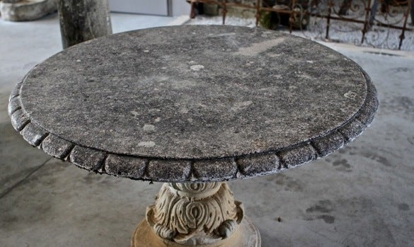 Round table renaissance style 20th century in cast stone for Table ronde 52 chimay