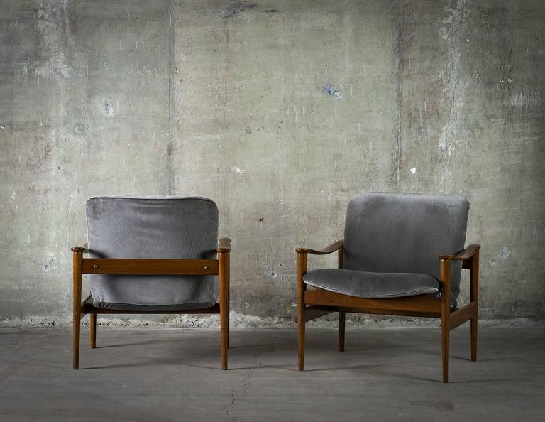 Norwegian Fredrik Kayser Pair of Easy Chairs in Mahogany and Suede, 1950s For Sale