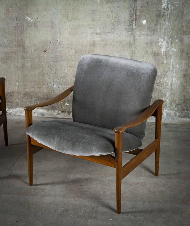 Fredrik Kayser Pair of Easy Chairs in Mahogany and Suede, 1950s For Sale 3