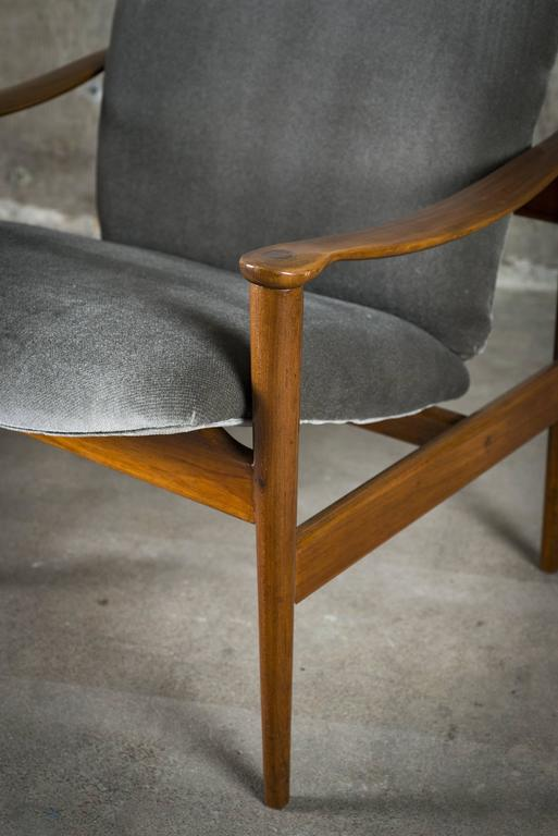 Fredrik Kayser Pair of Easy Chairs in Mahogany and Suede, 1950s For Sale 4