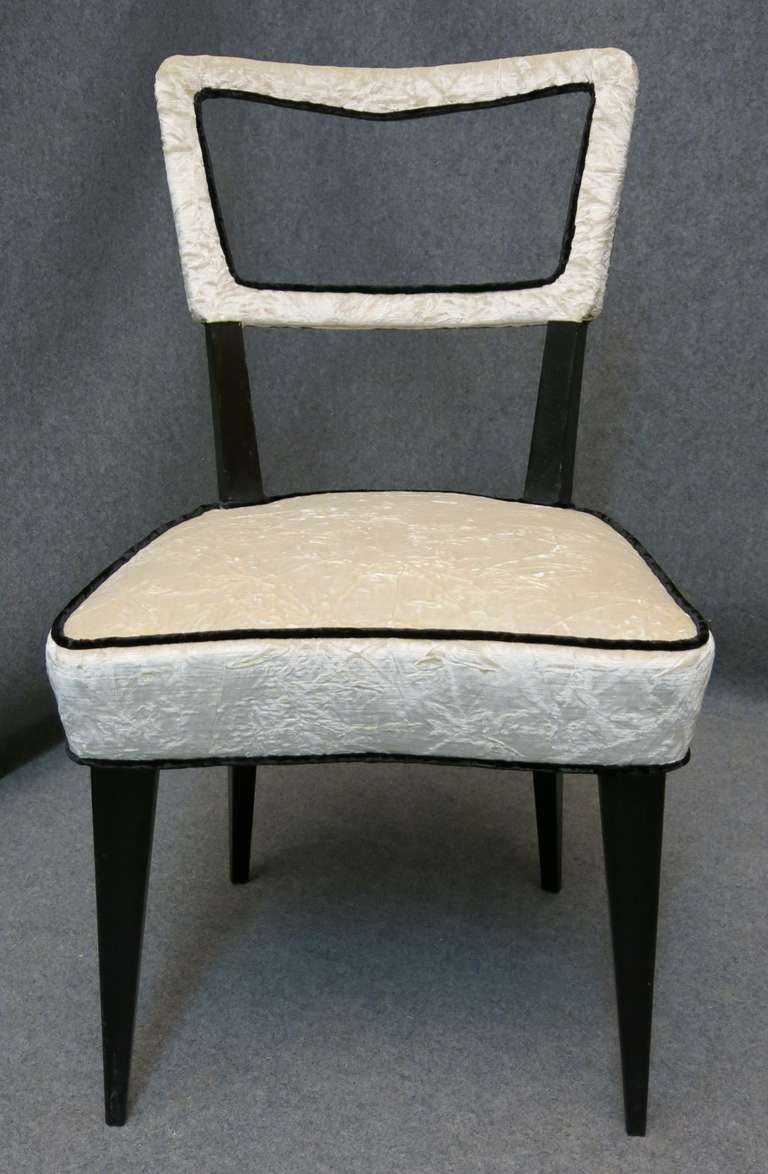 Eight Osvaldo Borsani attributed 1940s Black and White Italian Chairs Art Deco In Excellent Condition For Sale In Rome, IT