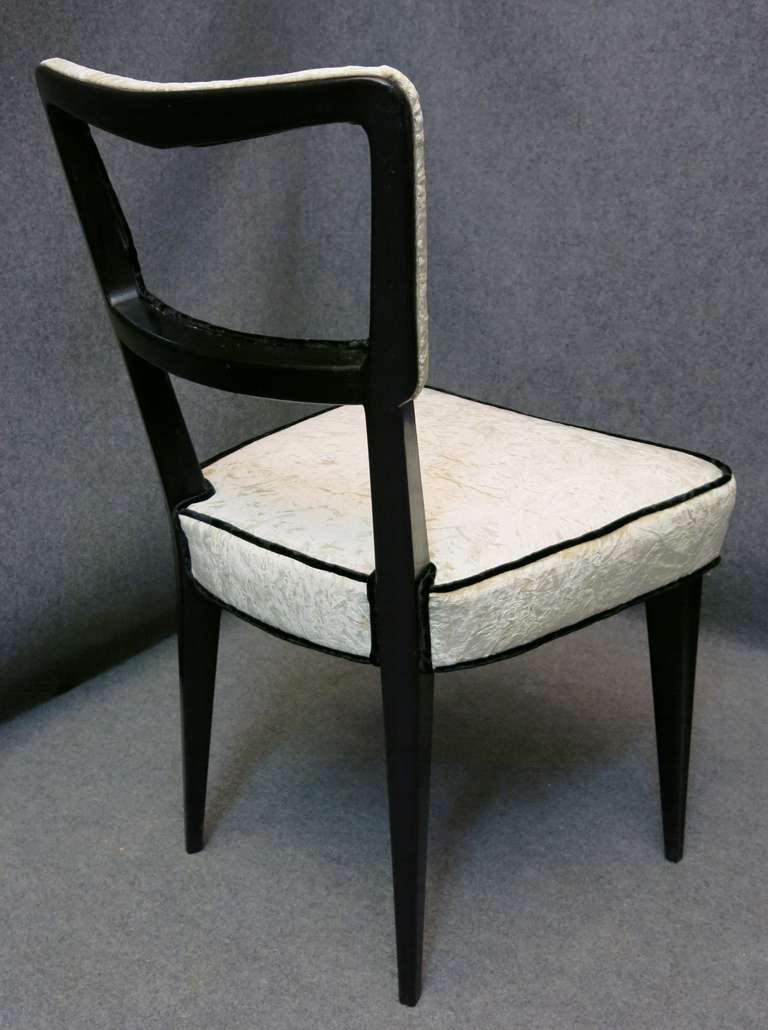 Mid-20th Century Eight Osvaldo Borsani attributed 1940s Black and White Italian Chairs Art Deco For Sale