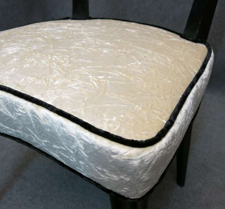 Eight Osvaldo Borsani attributed 1940s Black and White Italian Chairs Art Deco For Sale 2