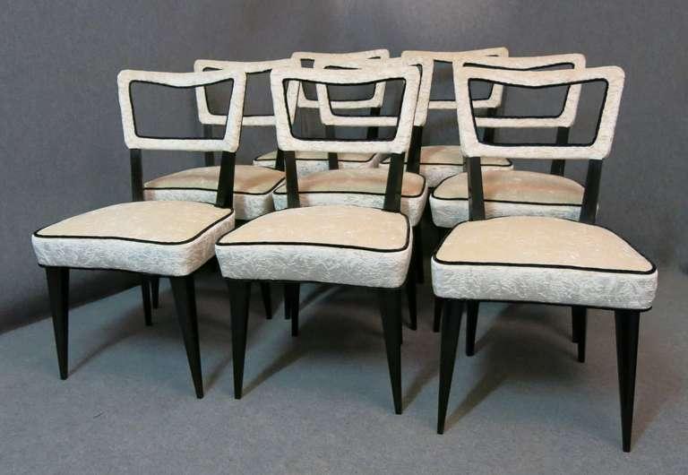 Eight Osvaldo Borsani attributed 1940s Black and White Italian Chairs Art Deco For Sale 4