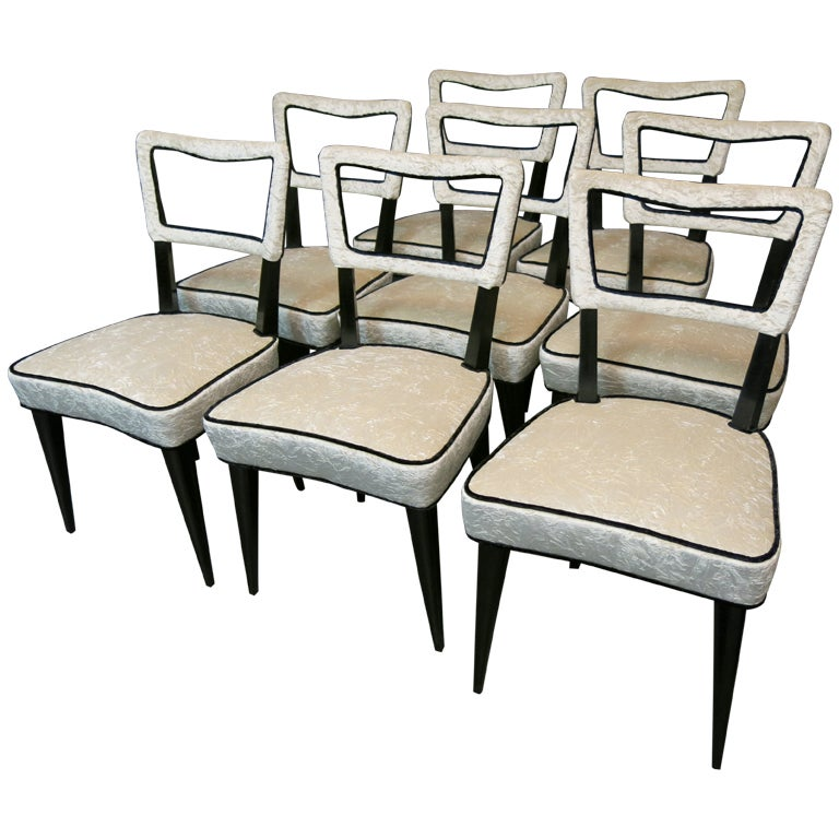 Eight chairs attributed to Osvaldo Borsani, difficult to find both for the number that for the very particular model. Are of oak lacquered black, were covered with a crumpled white velvet of Italian manufacture from