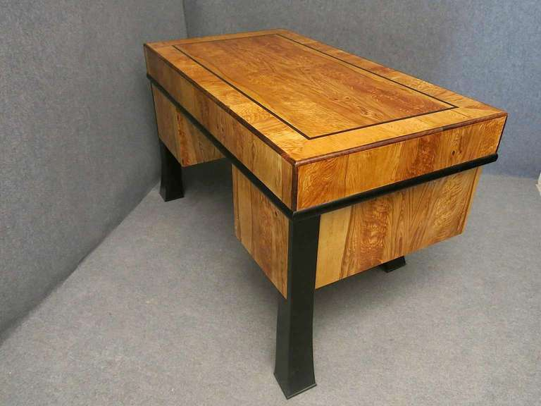 Rectangular Ashwood Italian Art Deco Writing Desk, 1940 In Excellent Condition For Sale In Rome, IT