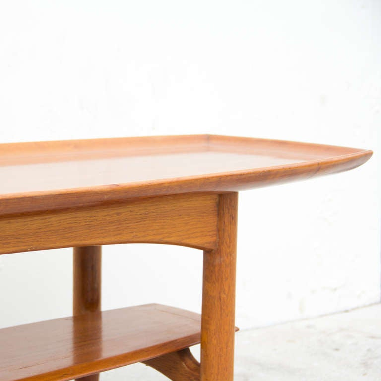 A Mid Century Elegant Coffee Table At 1stdibs