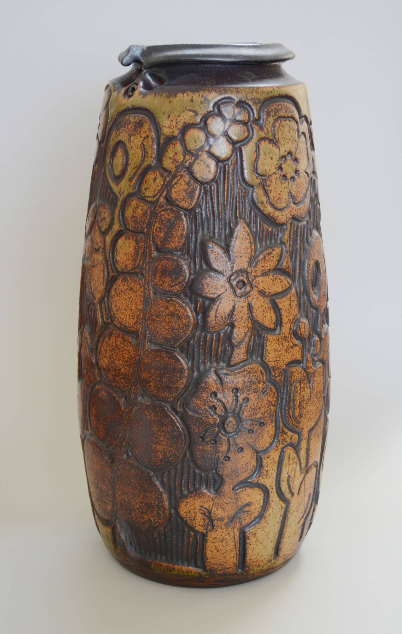 Monumental Andrew Bergloff Studio Pottery Floor Vase In Excellent Condition For Sale In San Mateo, CA