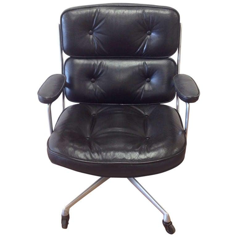1173004. Black Bedroom Furniture Sets. Home Design Ideas