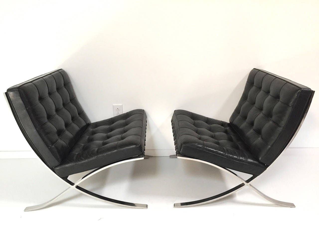 of authentic mies van der rohe black leather barcelona chairs by knoll. Black Bedroom Furniture Sets. Home Design Ideas