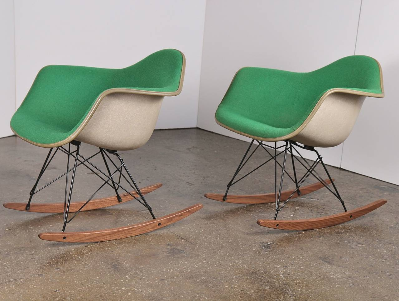 Exceptionnel Mid Century Modern Vintage Green Eames Upholstered Rocking Chair   One Left  For Sale