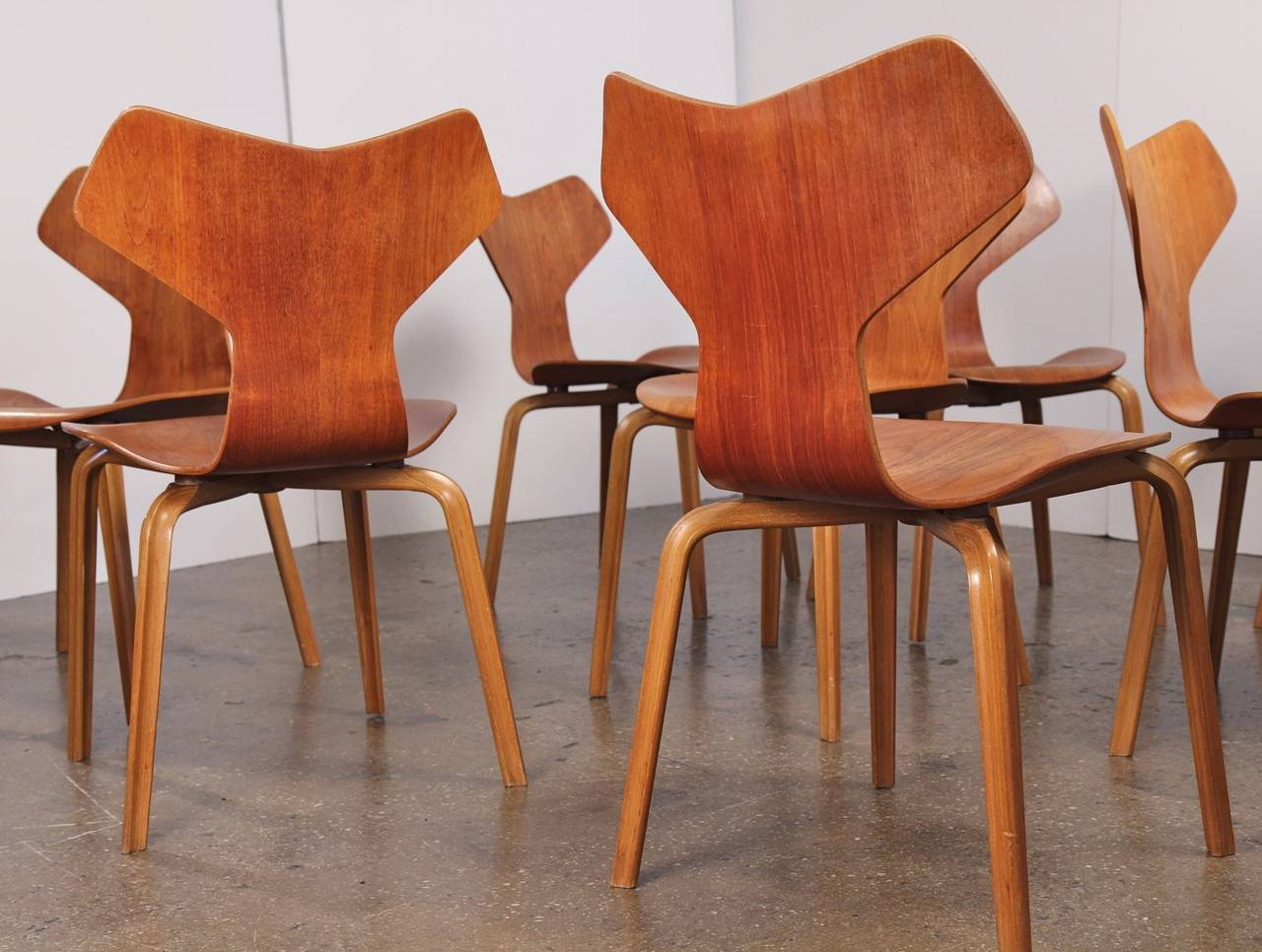 Arne jacobsen grand prix chairs at 1stdibs - Chaise grand prix jacobsen ...