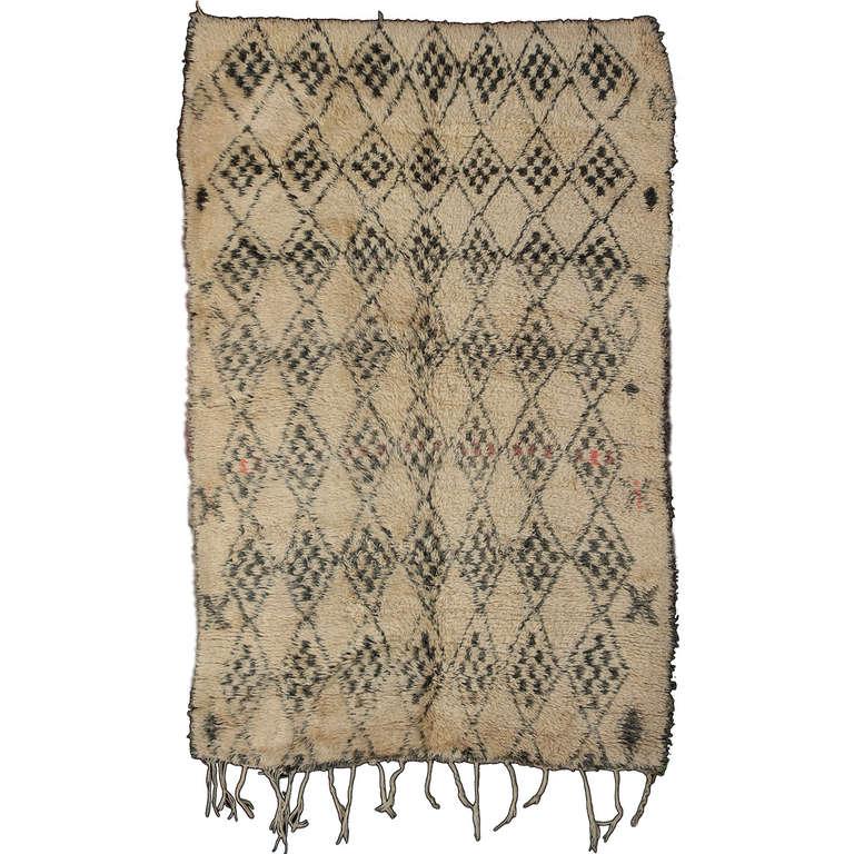 Rare Mid-Century Modern Grey/Ivory Beni Ouarain Berber Rug For Sale