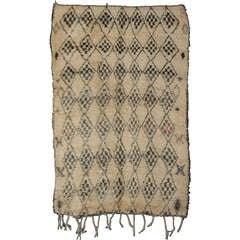 Seltene Mitte des Jahrhunderts Modern grau/Elfenbein Beni Ouarain Berber Teppich
