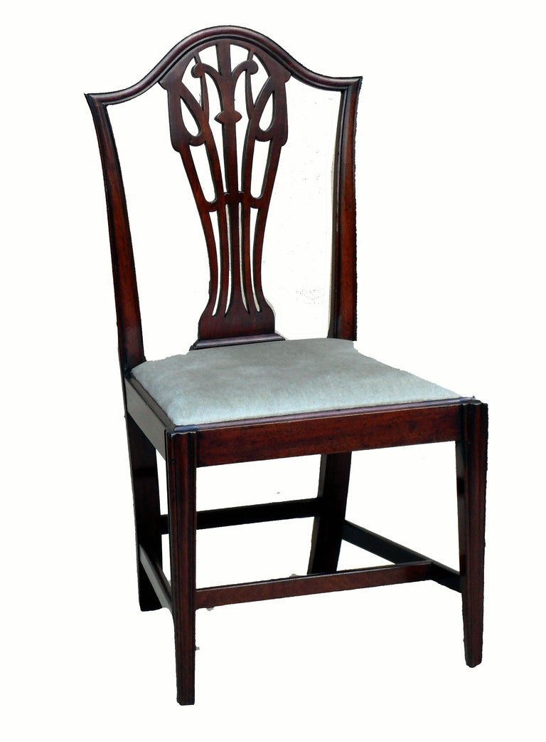 Antique set of six mahogany dining chairs at 1stdibs for Set of 6 dining chairs
