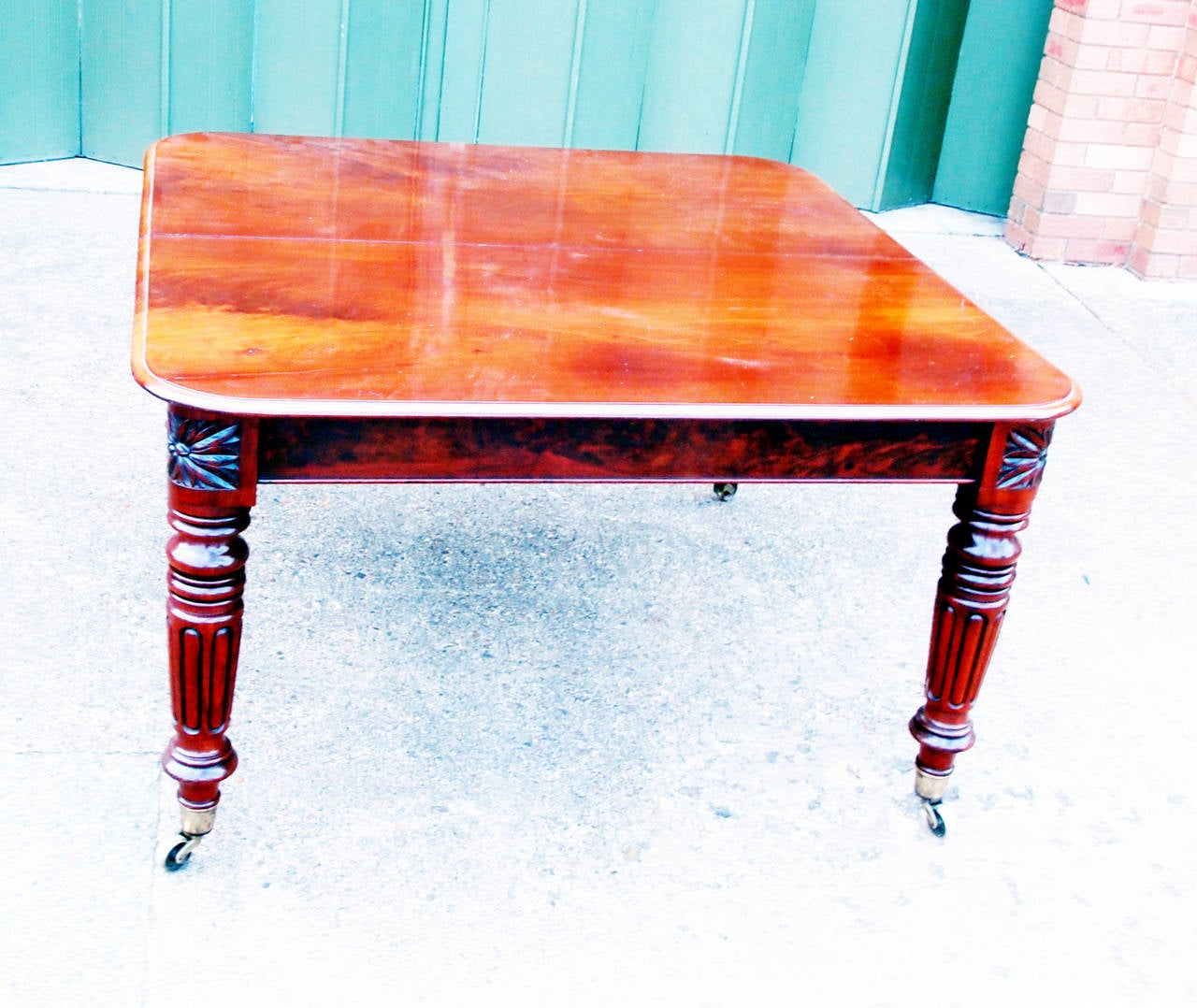 Regency English Mahogany Antique Extending Dining Table In Good Condition For Sale In Bedfordshire, GB