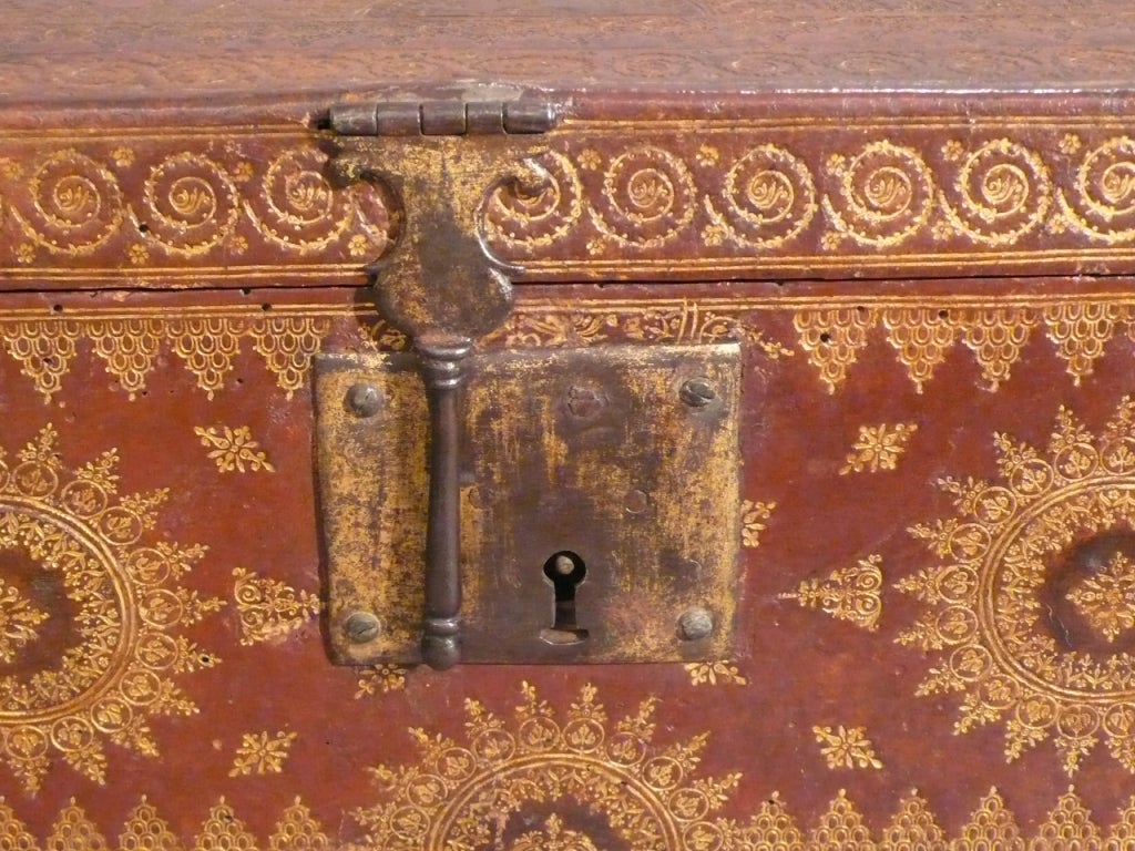 A 17th century french coffer in leather at 1stdibs for 17th century french cuisine