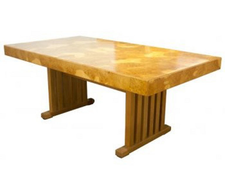 A very good quality extendable burr elm dining table on slatted column supports united by twin stretchers, the centre leaf folds nicely under the table. Measures: 180 cm-230 cm x 100 cm and 74 cm high.