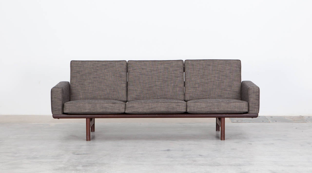 Hans wegner three seat sofa new upholstery for sale at for Sofa und seat