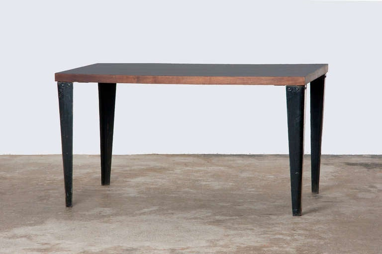 Charles and ray eames plywood table for sale at 1stdibs for Table ronde charles eames