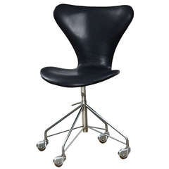 Arne Jacobsen Leather Swivel Chair