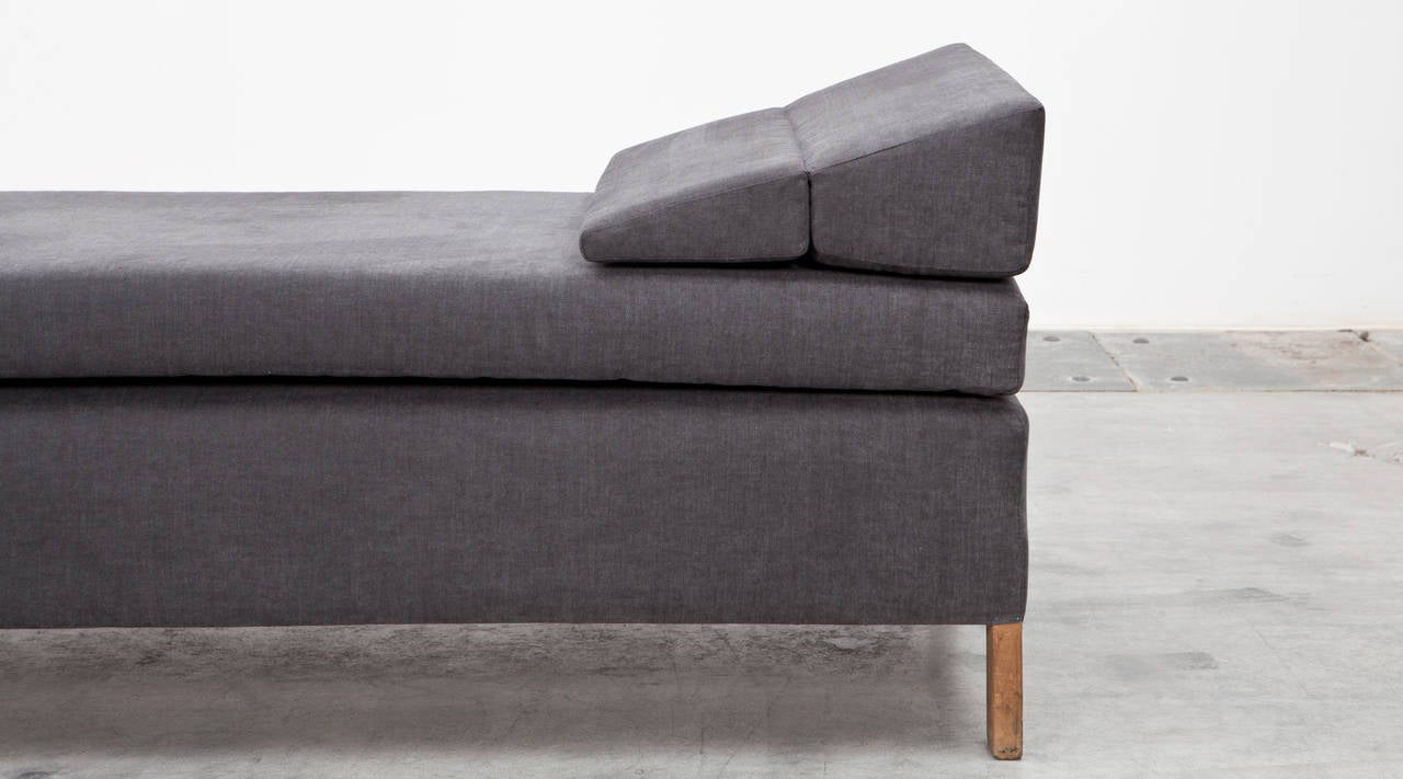 German 1950s Grey Fabric, Wooden Frame Daybed by Ferdinand Kramer New Upholstery For Sale
