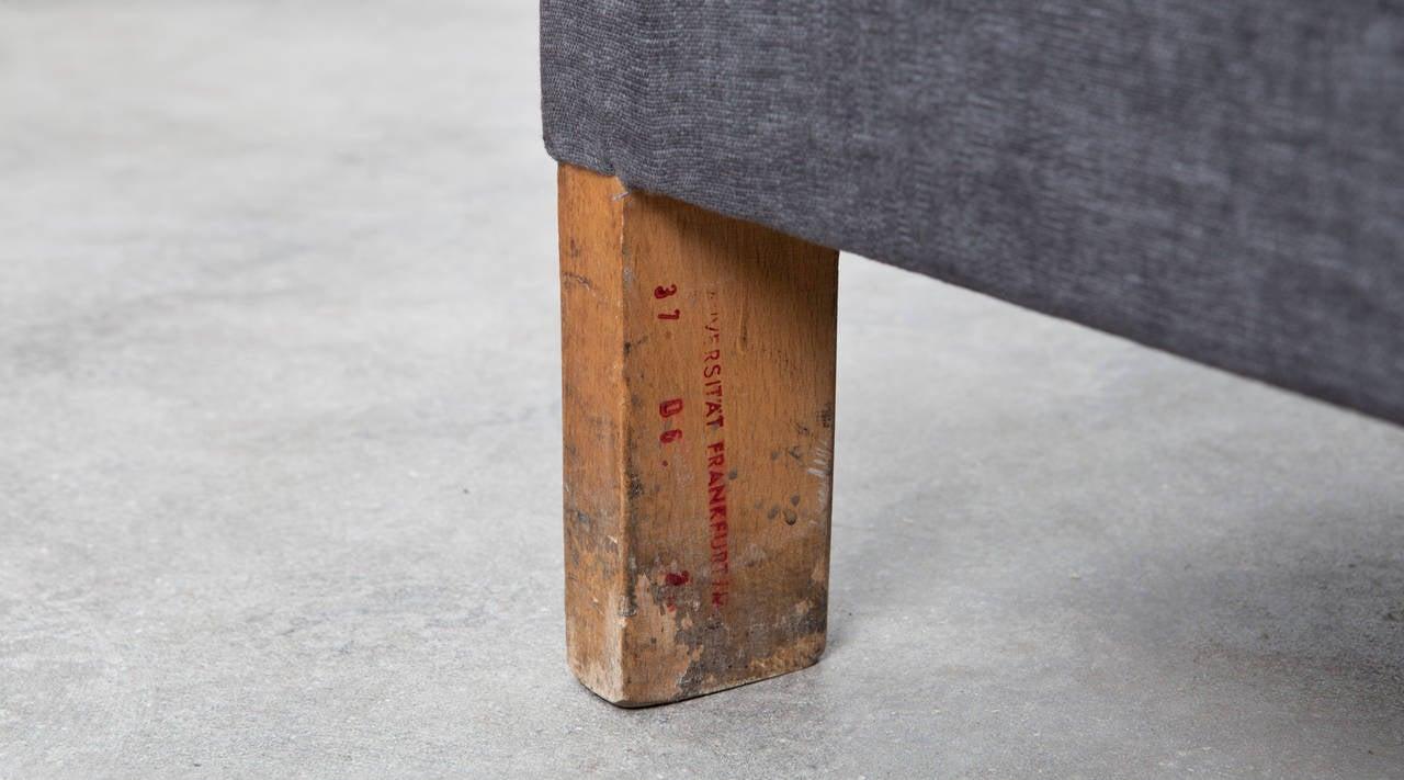 Ferdinand Kramer Sofa, New Upholstery In Excellent Condition For Sale In Frankfurt, Hessen, DE