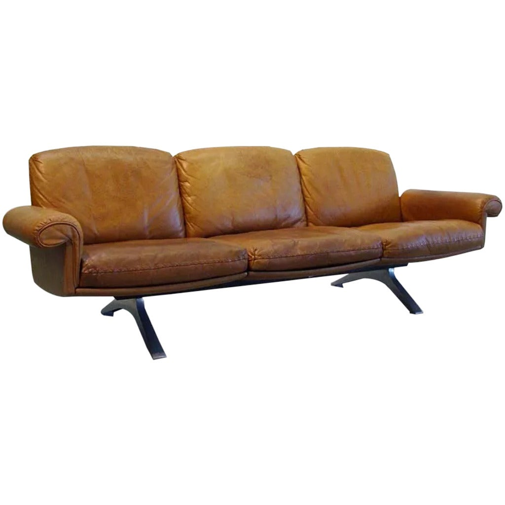 beautiful mid century modern cognac brown leather de sede ds 31 sofa at 1stdibs. Black Bedroom Furniture Sets. Home Design Ideas