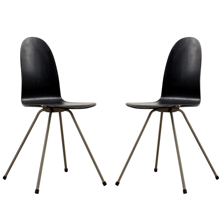 Pair of arne jacobsen tongue chairs at 1stdibs for Arne jacobsen nachbau