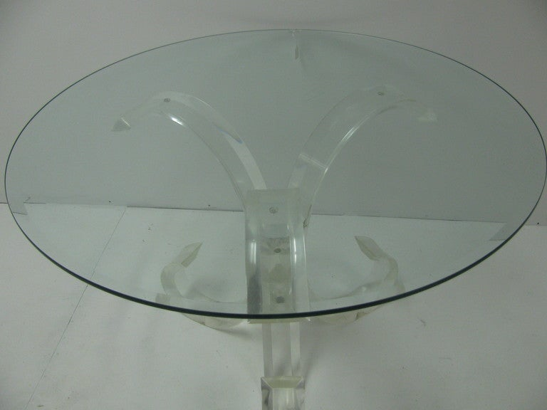 Mid-Century Modern Lucite Round Dining Table For Sale 2