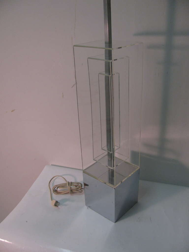 Mid-20th Century Pair Of Mid-Century Modern Dimensional Architectural Lucite Table Lamps For Sale