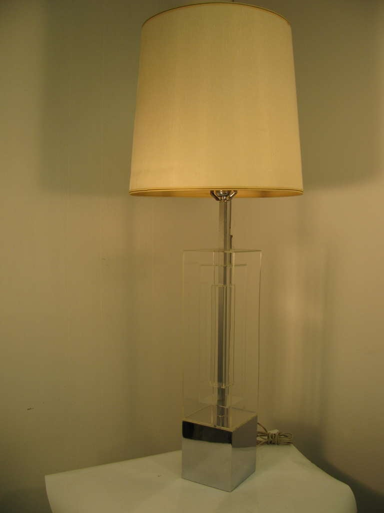 Pair Of Mid-Century Modern Dimensional Architectural Lucite Table Lamps For Sale 3
