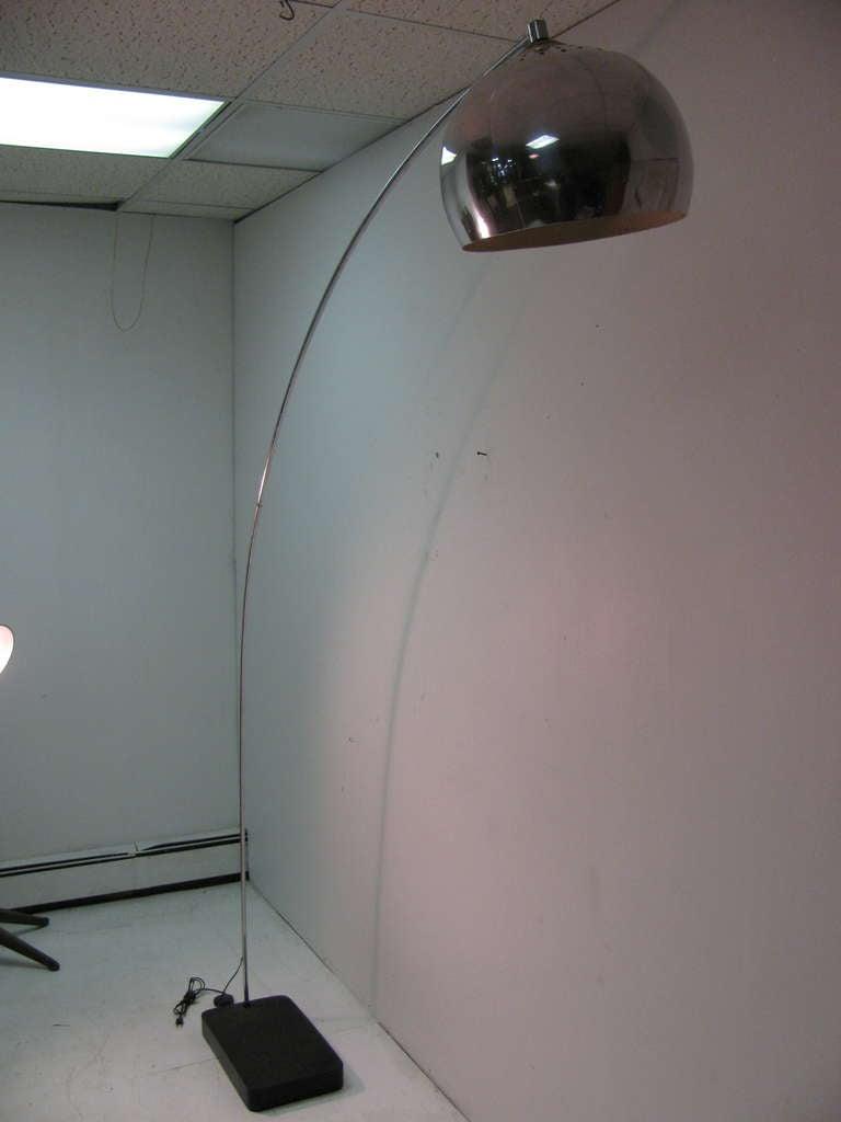 mid century modern arc floor lamp for sale at 1stdibs. Black Bedroom Furniture Sets. Home Design Ideas