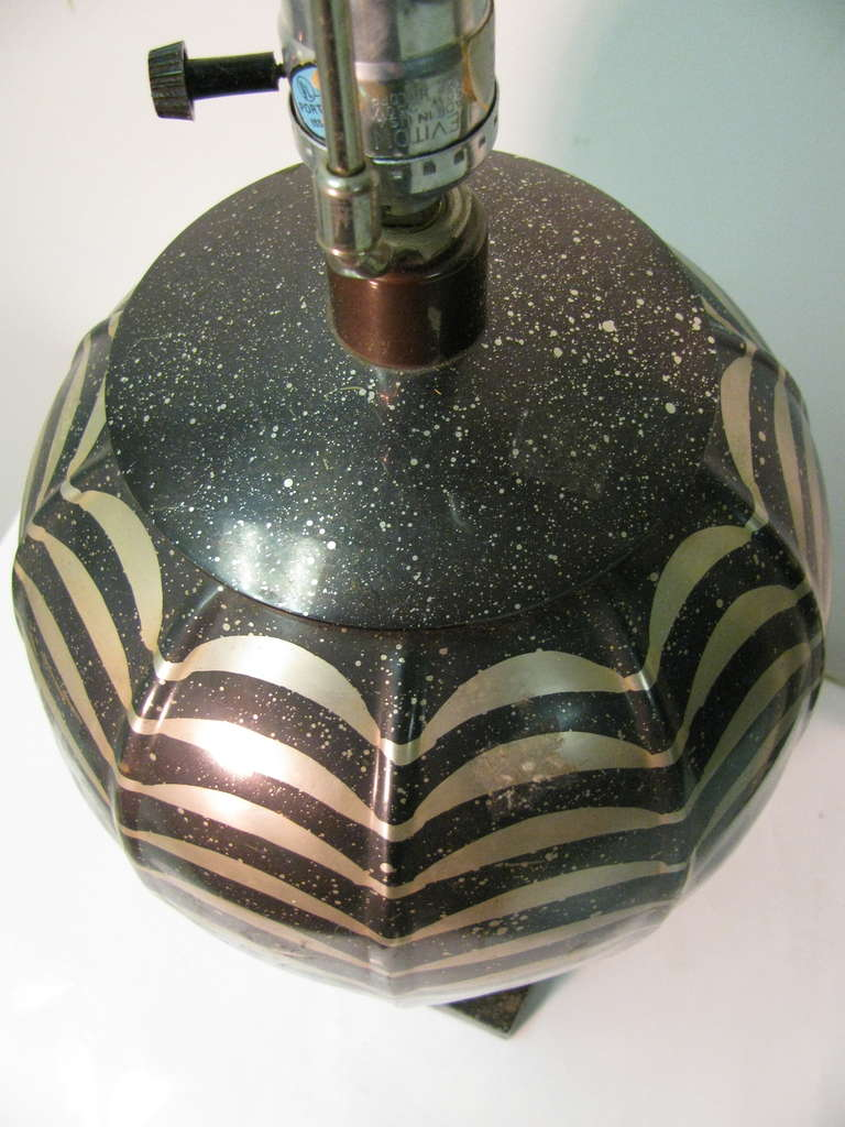 Pair of Patinated Metal Table Lamps by Jay Spectre In Good Condition For Sale In Port Jervis, NY