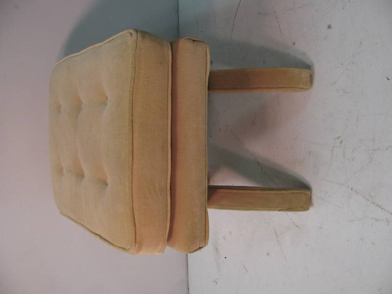 Mid-Century Modern Upholstered X-Stretcher Ottoman In Good Condition For Sale In Port Jervis, NY