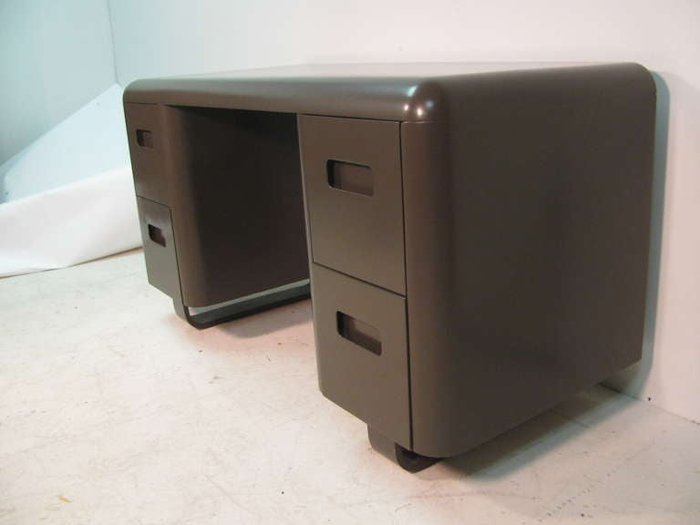 Mid-Century Modern Pair of Plymodern Dressers with Vanity and Bench Paul Goldman For Sale 1
