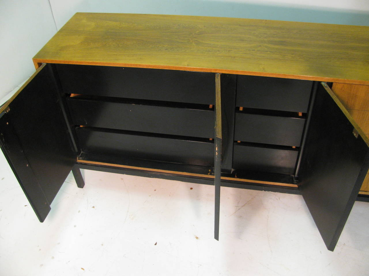 Mid-Century Modern Rosewood Long 11 Drawer Dresser In Good Condition For Sale In Port Jervis, NY