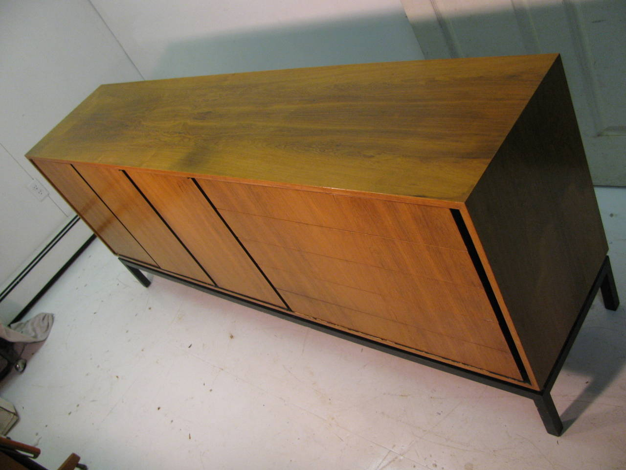 Mid-Century Modern Rosewood Long 11 Drawer Dresser For Sale 2