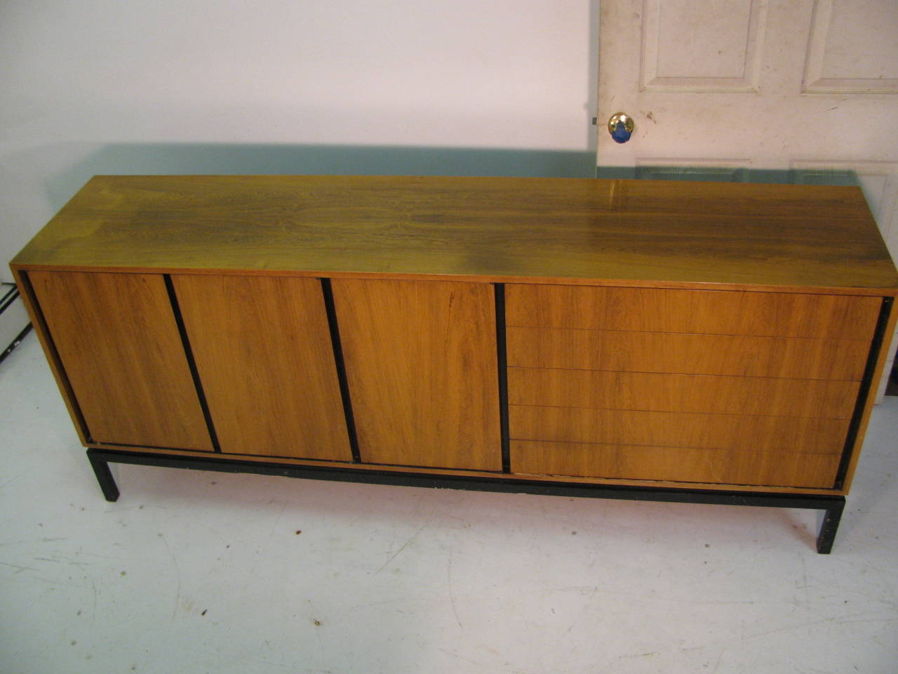 Mid-Century Modern Rosewood Long 11 Drawer Dresser For Sale 4