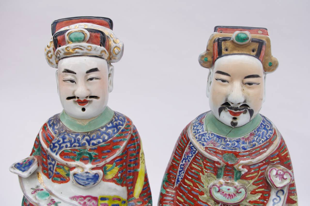 Chinese Export Pair of Large and Unusual Chinese Diplomats in Polychrome Faience, circa 1900 For Sale