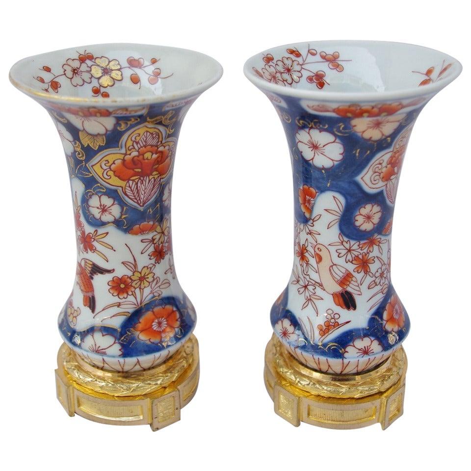 Pair of small Imari porcelain vase, circa 1880