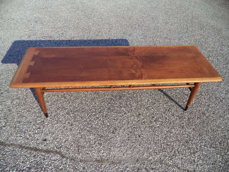 Mid Century Modern Coffee Table By Lane In Excellent Condition For Sale In  Redding, CT