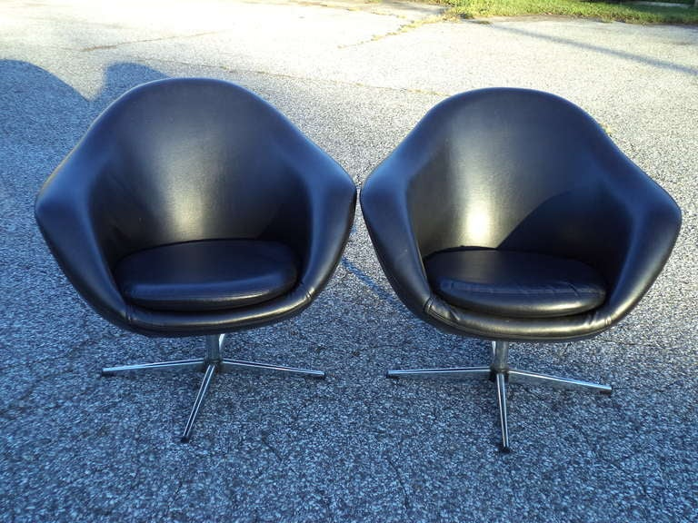 Pair Of Vintage Overman Swivel Lounge Chairs At 1stdibs