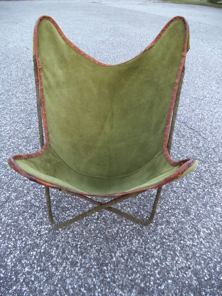 Vintage Butterfly Chair By Jorge Ferrari Hardoy For Knoll. In Olive Green  Suede With