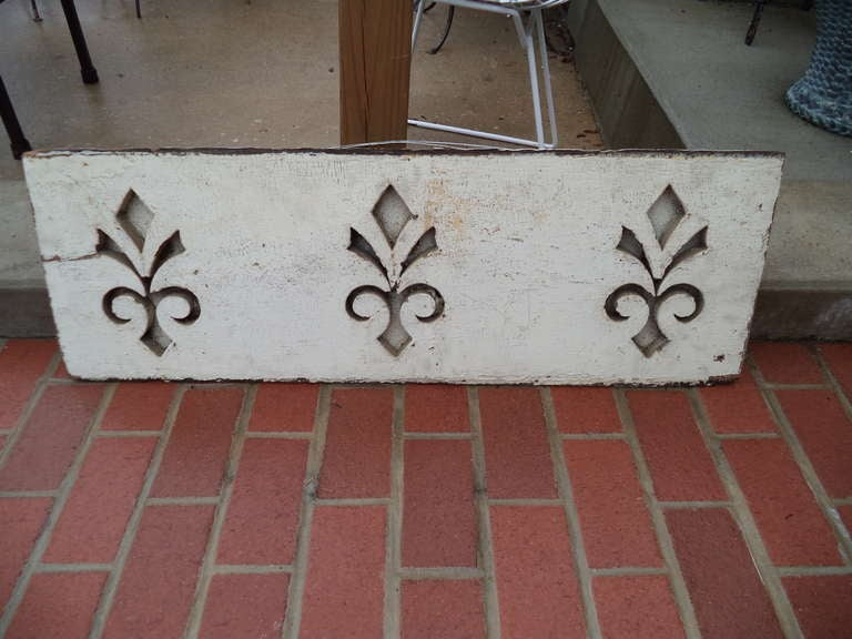 Pair of Antique Architectural Fleur de Lis Carved Panels In Excellent Condition For Sale In Redding, CT