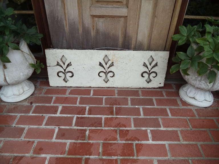 Pair of Antique Architectural Fleur de Lis Carved Panels For Sale 2
