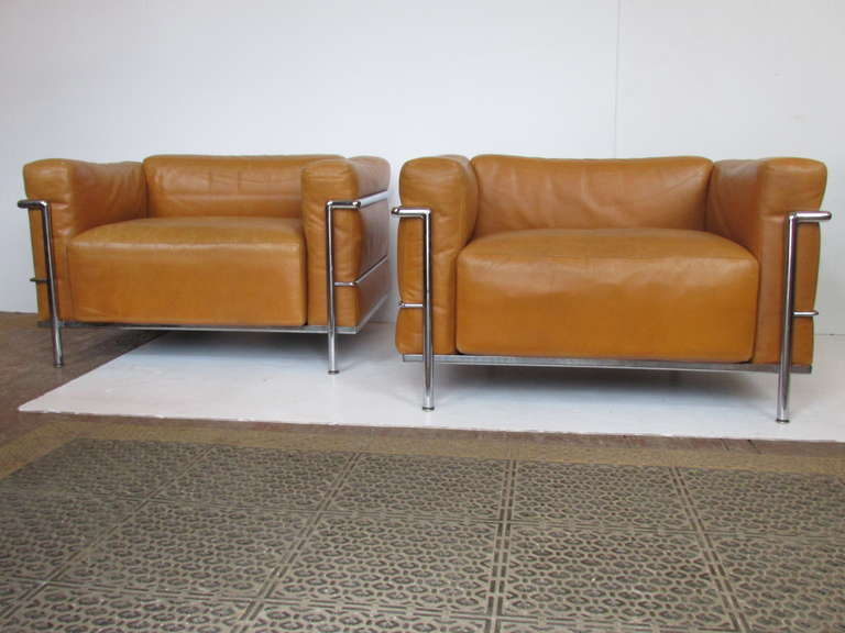le corbusier lc3 grand modele armchairs for cassina at 1stdibs. Black Bedroom Furniture Sets. Home Design Ideas