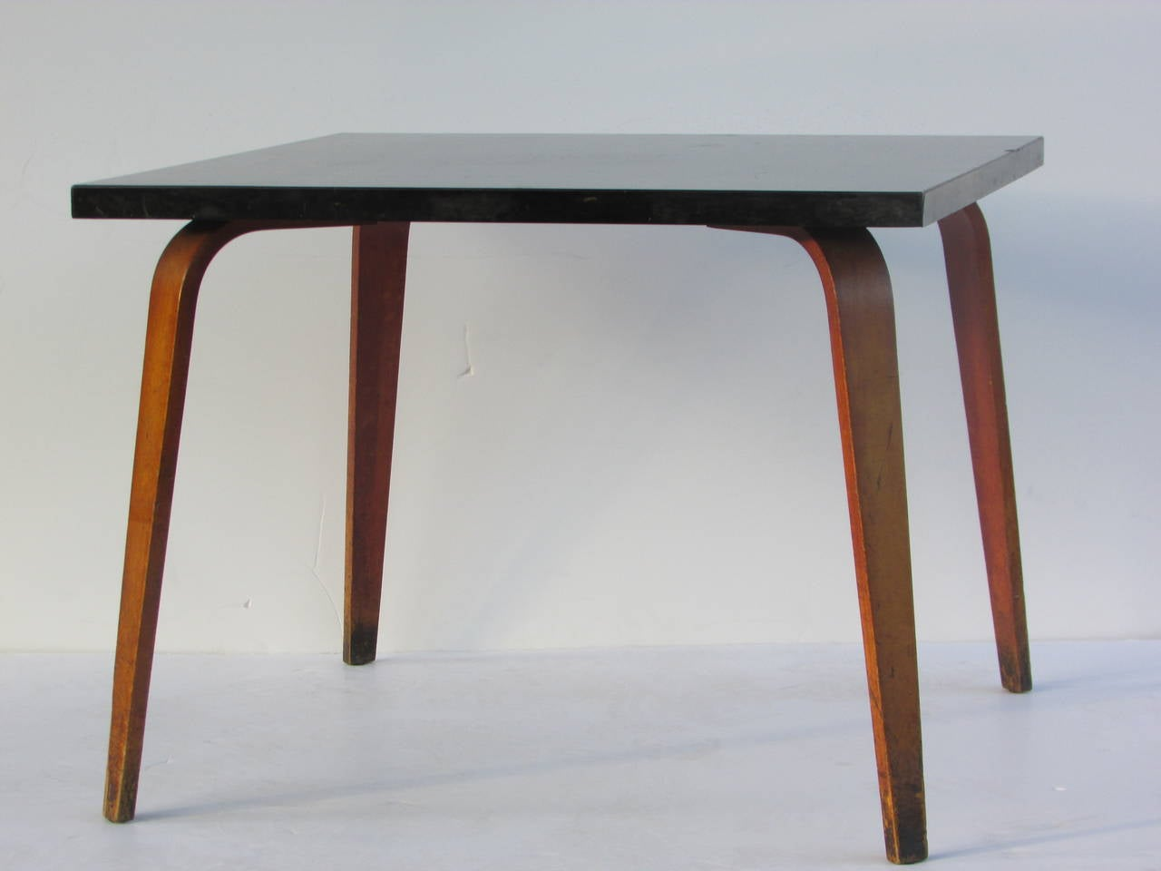 Thonet bentwood side table at 1stdibs for Table thonet