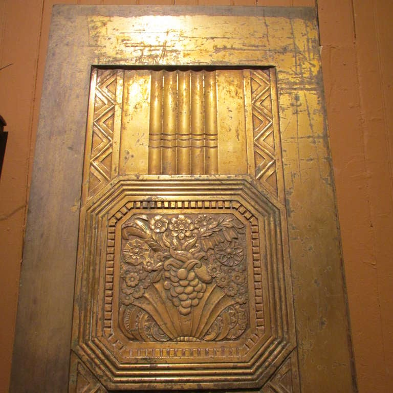 A period 1920's / 1930 art deco bronze door. Very high quality beautifully detailed metalwork. As found old surface with rubs & light scratching, darkening, loss & wear to original lacquered finish. Reverse side not decorated. Found in Western NY.
