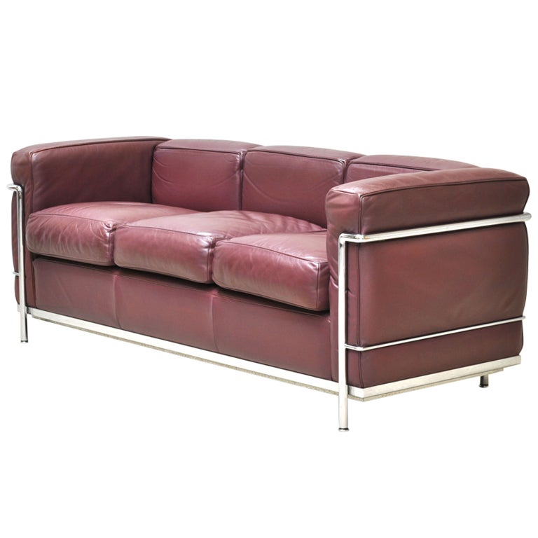 Vintage le corbusier lc2 three seat sofa circa 1970s at for Le corbusier sofa nachbau